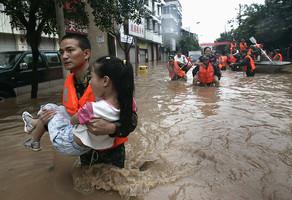В Китае из-за ливней пропали без вести 23 туриста