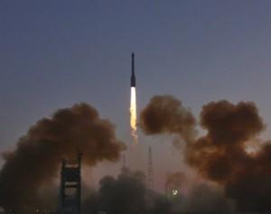 В Китае куски ракеты упали на дом