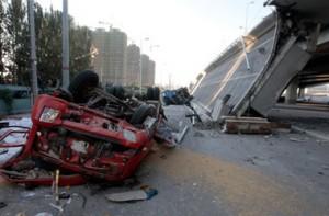 В Китае обрушилась автомобильная дорога
