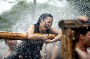 В Китае очень популярны женщины-телохранители