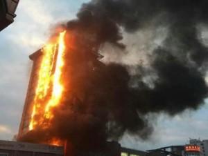 В Китае очевидцы запечатлели масштабных пожар в высотном здании