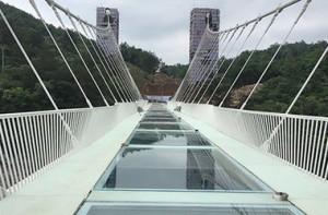 В Китае откроют самый длинный стеклянный мост