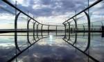 В Китае построили мост из стекла над трехсотметровой пропастью