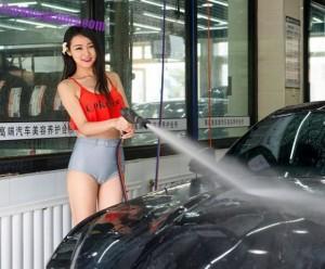 В Китае появилась автомойка для взрослых