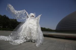 В Китае представили платье из тысяч яиц в честь дня Земли