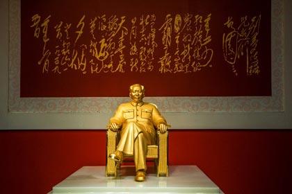 В Китае публике показали статую из золота, изображающую Мао Цзэдуна