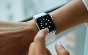 В Китае школьников заставляли собирать Apple Watch