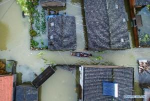 В Китае сильный тайфун Чан-Хом затопил тысячи домов