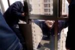 В Китае сняли вора с карниза 22-го этажа