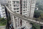 В Китае строят мосты через дома