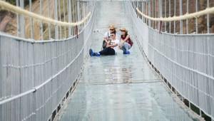 В Китае треснул новый мост прямо под ногами туристов