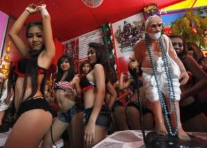 В Китае запретят стриптиз на похоронах