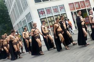 В Пекине арестованы 100 полуобнаженных спартанцев