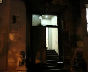 В Сан-Франциско горела парадная дверь китайского консульства