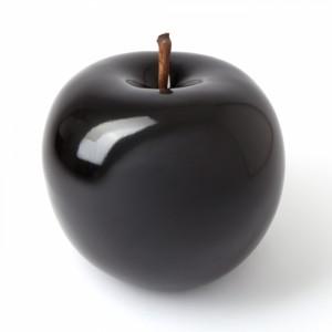 В этом году а Китае ожидают урожай из 50 кг алмазных яблок черного цвета