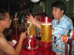 В одном из китайских ресторанов худых людей кормят бесплатно