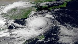 В результате тайфуна погибли китайские рыбаки