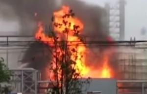 В результате взрыва на химзаводе пострадали два человека