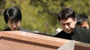 Джеки Чан попросил прощения за своего сына