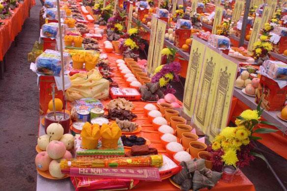 Традиции Фестиваля голодных духов