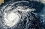 Супертайфун «Непартак» движется к Китаю