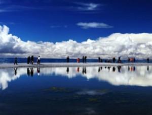 В Тибете на озере Намцо семь человек заблокированы из-за вскрывшегося льда