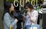 Граждане Китая составляют половину из числа покупателей роскоши во всем мире