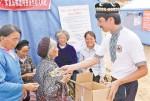 Предприниматель из СУАР отправил 5 тонн рисовых лепешек пострадавшим от землетрясения в Лудяне