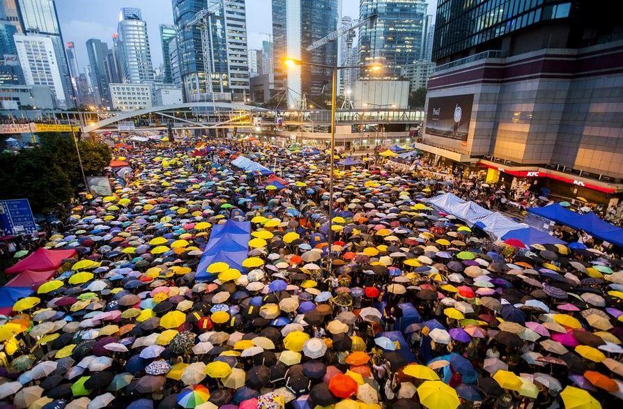 """месяц протестов """"революции зонтов"""""""