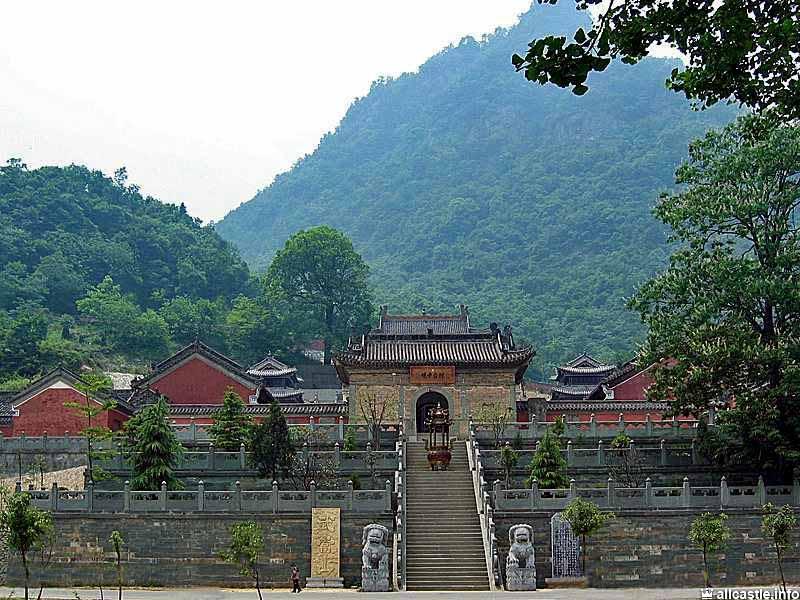3 самых знаменитых монастыря Китая