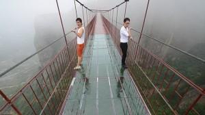 300-метровый стеклянный мост построен в Китае