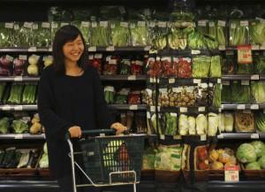 На Хайнане местные жители массово раскупают продукты и предметы первой необходимости