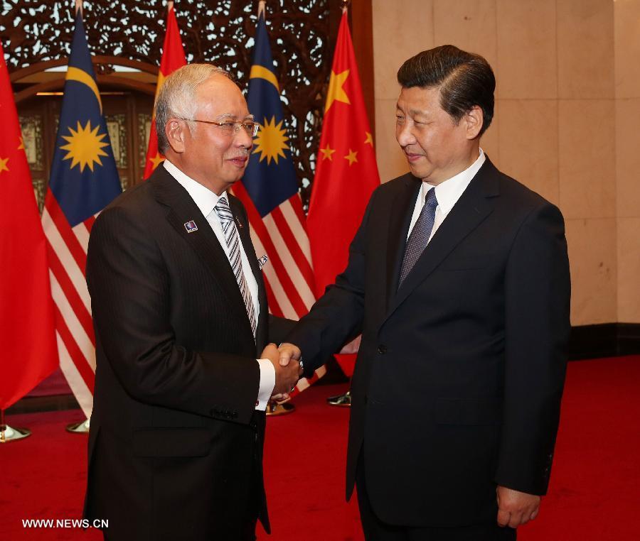 30 мая председатель КНР Си Цзиньпин встречался с премьер-министром Малайзии Н. Разаком