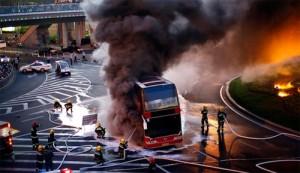 Один человек погиб, несколько ранены, во время пожара автобуса