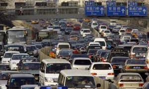 Правительство Пекина призывает горожан пользоваться общественным транспортом