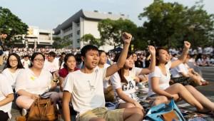 """Гонконгские чиновники жалуются, что """"Оккупай Централ"""" нарушил работу 200 автобусных маршрутов"""