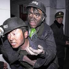 20 горняков заблокированы в обвалившейся шахте