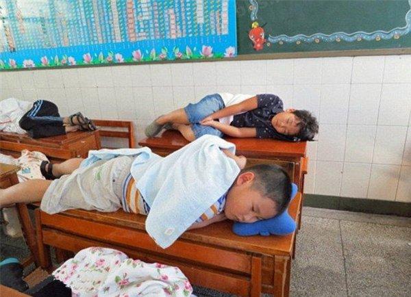 сон на парте в китае2