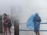 Тайфун Калмэджи обрушился на Хайнань