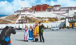 Разгар туристического сезона отмечается на Тибете