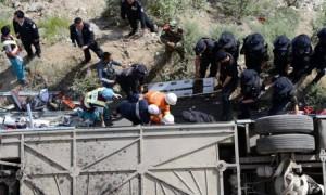 Туристический автобус с 45 пассажирами рухнул в реку на Тибете