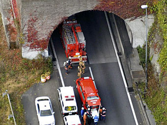 13 человек заблокировано в обвалившемся тоннеле в Шицзяне