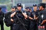 Антитеррористические сухопутные учения прошли в Пекине