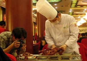 """На 150-летие ресторана «Цюаньцзюдэ» была приготовлена 196-миллионная утка """"по-пекински"""""""