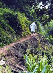 Уже 33 года сельский врач-инвалид ходит пешком на работу