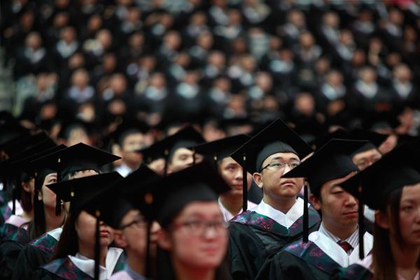 На зарплату выпускников китайских ВУЗов можно купить только половину Айфона