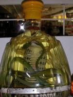 Змеиный бросок из бутылки прославил китайский город Шуанчэн